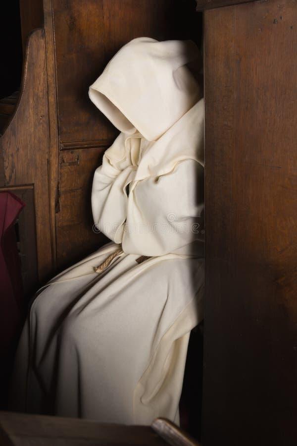 Med huva munk arkivbilder
