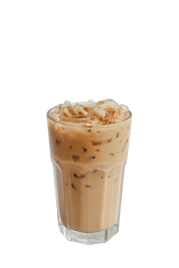 Med is kaffe för isolat i exponeringsglas på vit royaltyfri fotografi