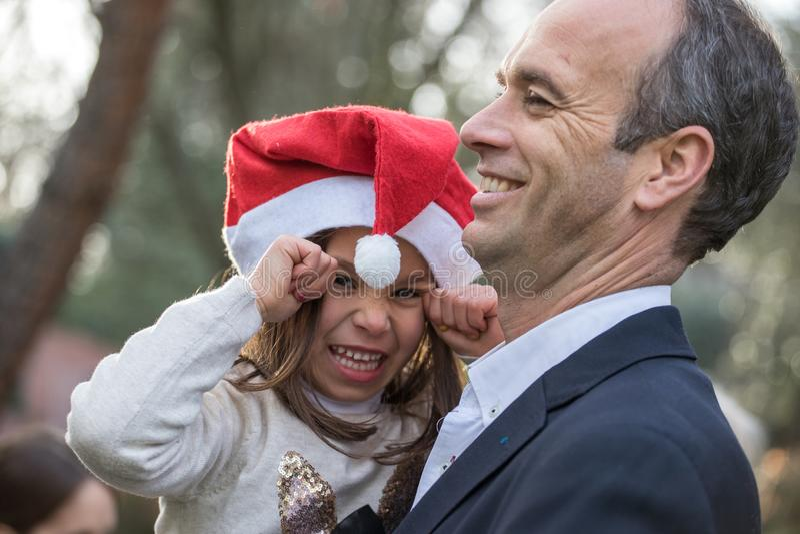 Med min pappa under jul royaltyfria foton