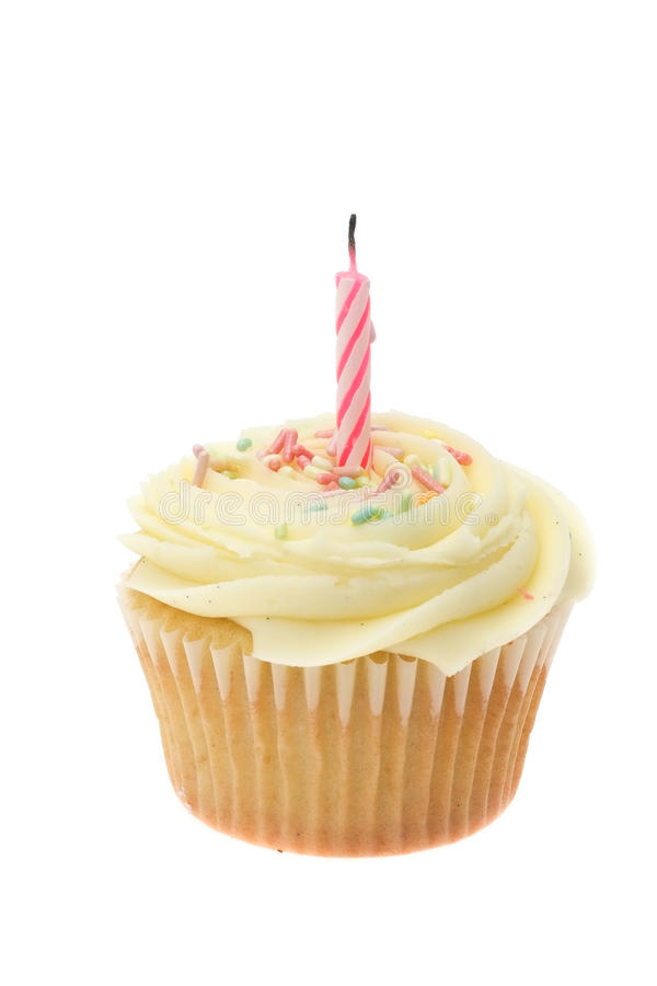 Med is muffin för gul buttercream med en enkel födelsedagstearinljus arkivbild