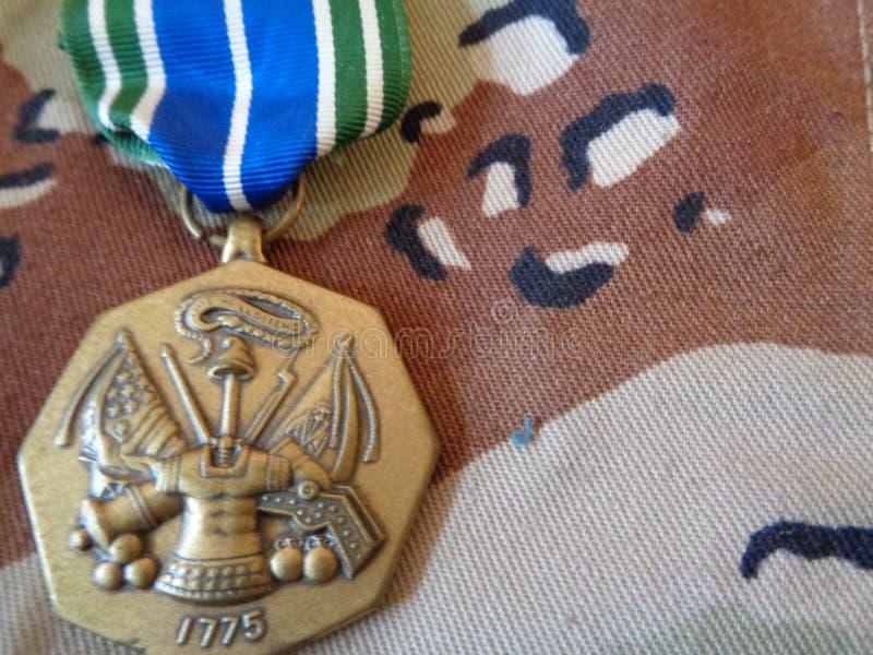 Medaglia di risultato dell'esercito sull'uniforme della tempesta di deserto fotografia stock libera da diritti