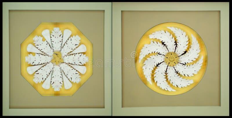 Medaglioni a spirale del soffitto fotografia stock