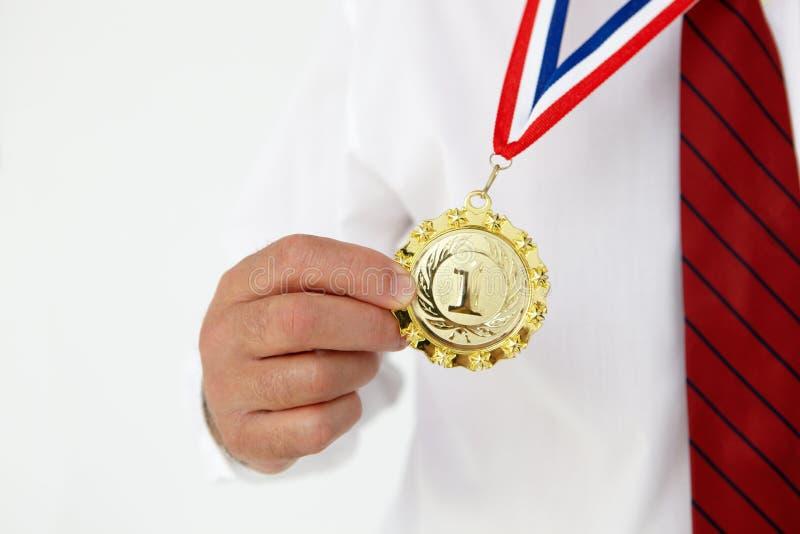 Medalha desgastando do homem de negócios imagens de stock royalty free