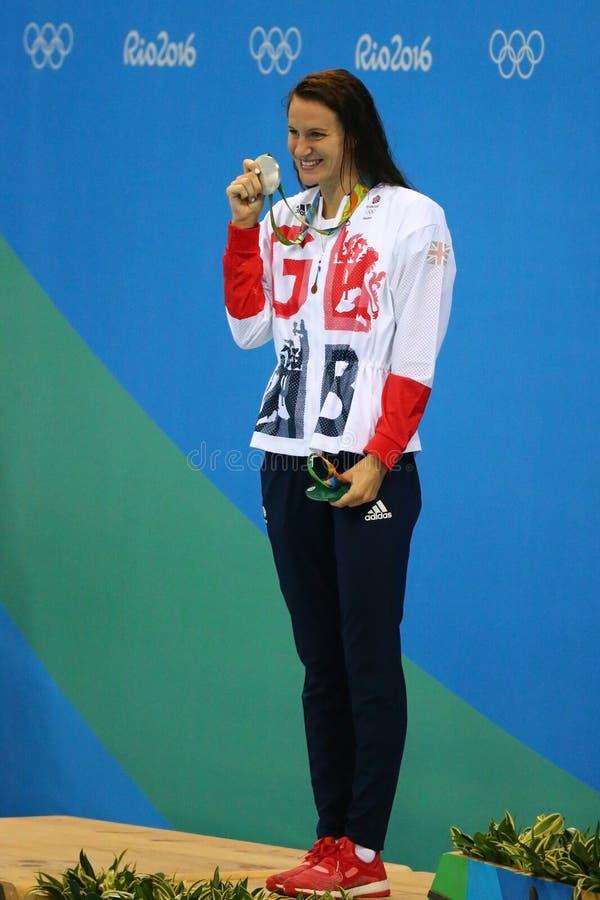 Medalhista de prata Jazmin Carlin de Grâ Bretanha durante a cerimônia da medalha após a competição do estilo livre do ` s 800m da fotos de stock