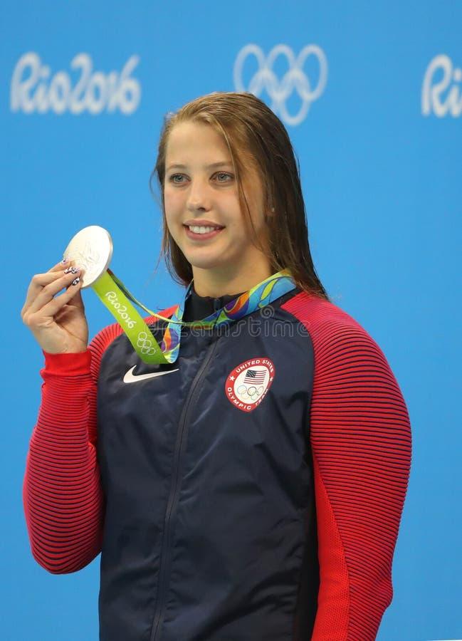 Medalhista de prata Kathleen Baker do Estados Unidos durante a cerimônia da medalha após o final da costas do ` s 100m das mulher foto de stock royalty free