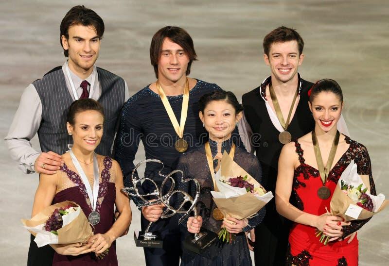 Medaliści w pary łyżwiarstwie obraz stock
