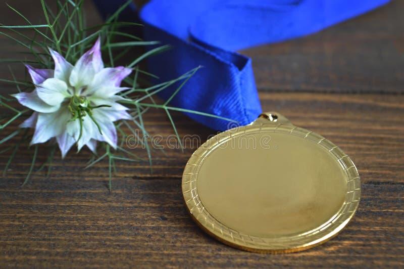 Medalla de oro en blanco de la concesión foto de archivo