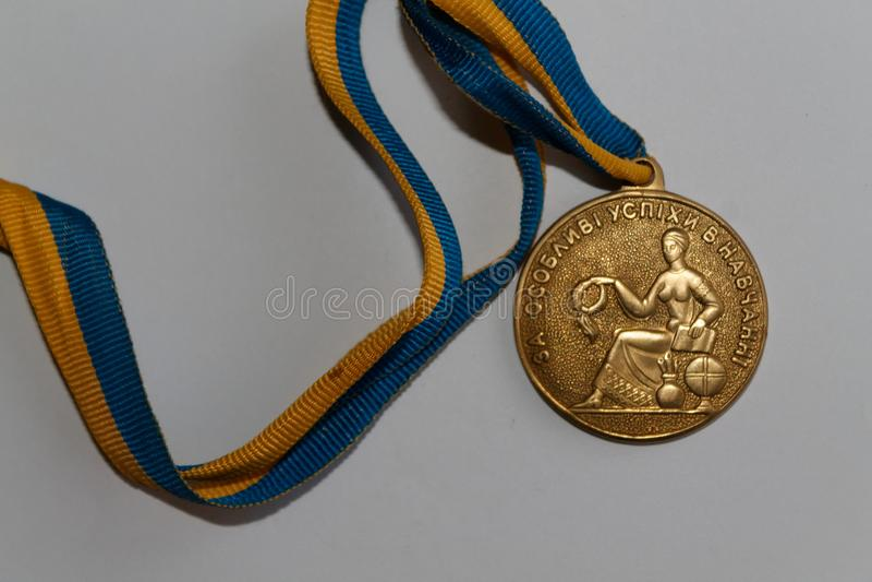 Medalla de oro vieja de Ucrania para la excelencia en la graduación de estudios secundarios imagen de archivo libre de regalías