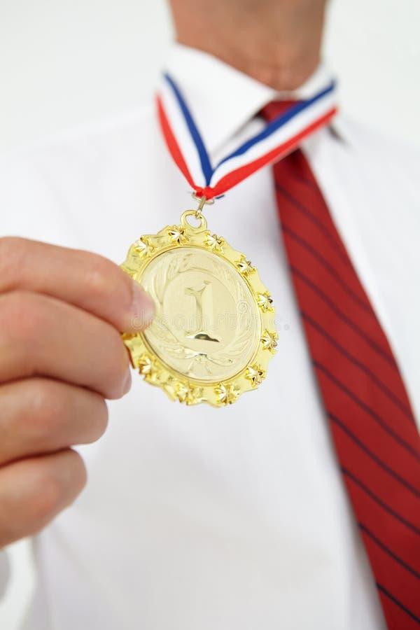 Medalla que desgasta del hombre de negocios imagen de archivo libre de regalías