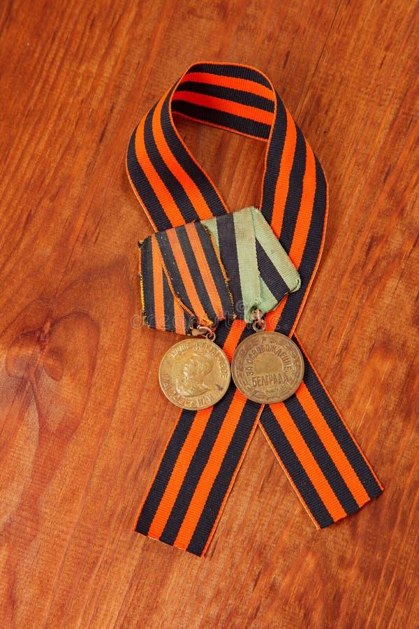 Medallas para la victoria sobre Alemania y para la liberación de Belgrado imagenes de archivo