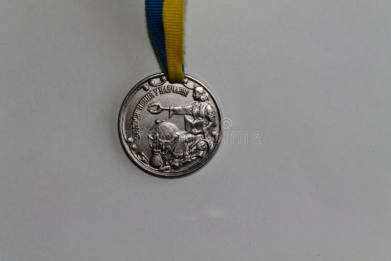 Medallista de plata viejo de Ucrania para la excelencia en la graduación de estudios secundarios imagen de archivo
