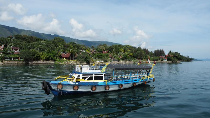 MEDAN INDONESIEN - SEPTEMBER 16,2017: Livfullheten av marknaden på Toba sjöhamnen, Indonesien royaltyfri foto