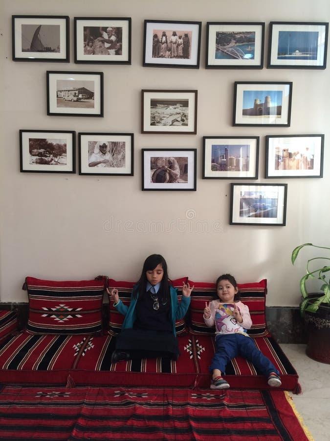 Medatating przy korytarzem obrazy royalty free