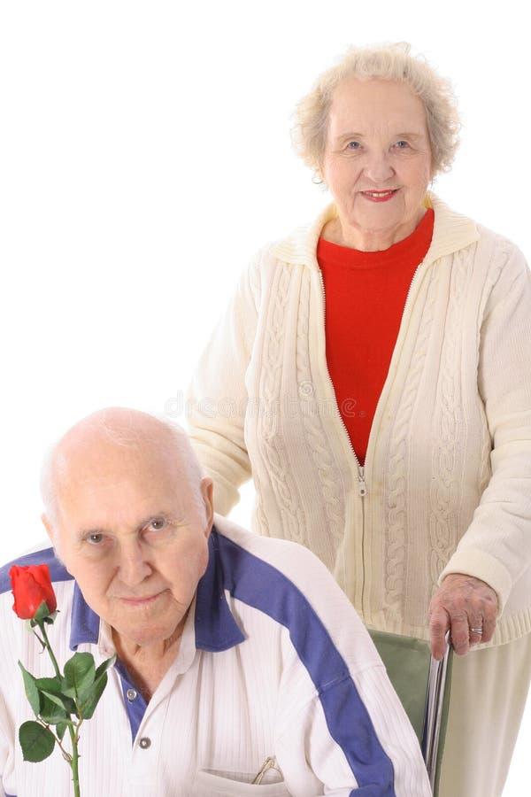 medborgare som hjälper pensionärer arkivbild