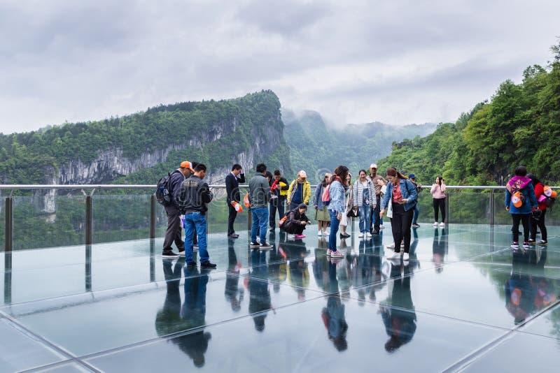 Medborgaren Geopark Tian Keng San Qiao för tre är den naturliga broar ett UNESCOvärldsarv av Wulong i Chongqing, Kina royaltyfria bilder