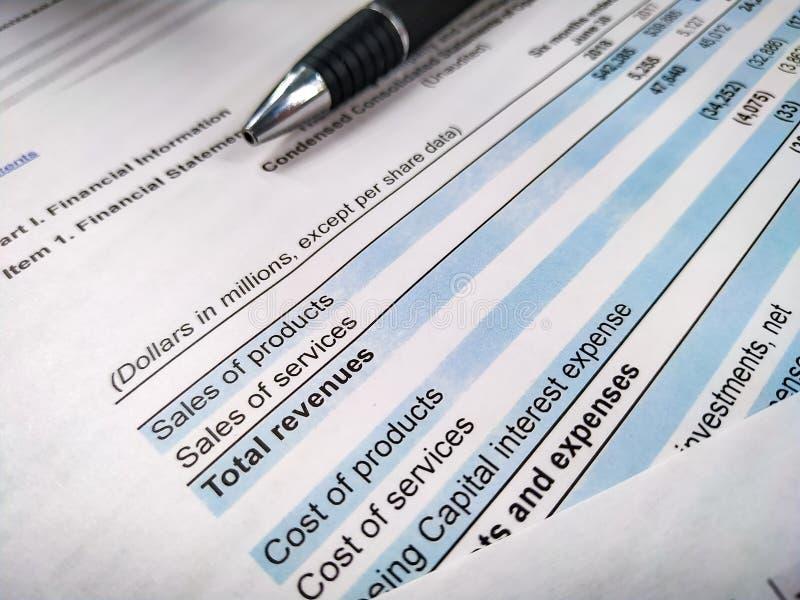 meddelande för penna för pengar för färgpulver för inkomst för exponeringsglas för euro för analysaffärssammansättning finansiell arkivbilder