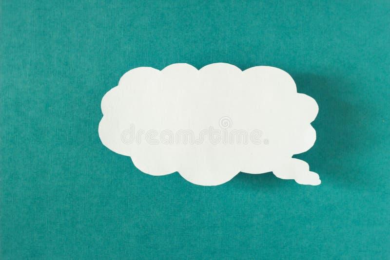 Meddelande i form av ett moln av papper på en turkosbakgrund, samkvämnätverk, virvel royaltyfri fotografi