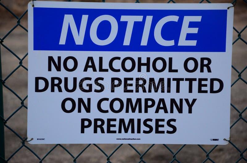 Meddelande! Inga alkohol eller droger arkivfoto