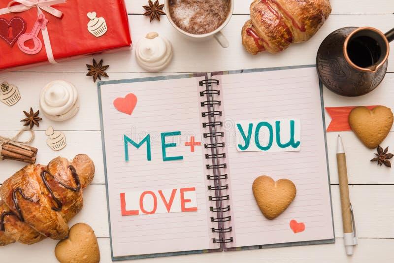 Meddelande på sidor av anteckningsboken på dag för valentin` s royaltyfria foton