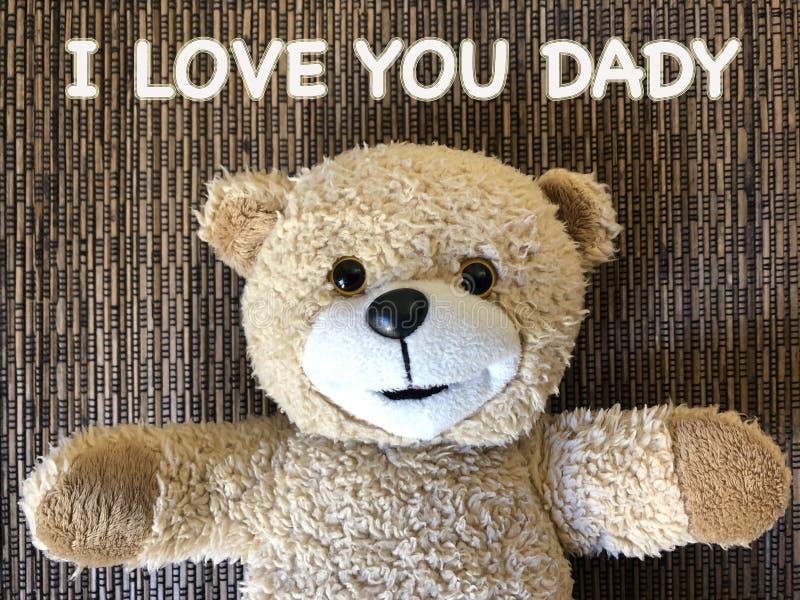 Meddelandet att JAG ÄLSKAR DIG DADY av den gulliga nallebjörnen arkivbild
