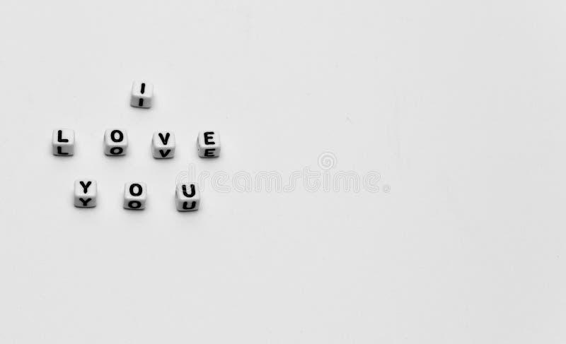 Meddelandet som jag älskar dig, stavade i tärning fotografering för bildbyråer
