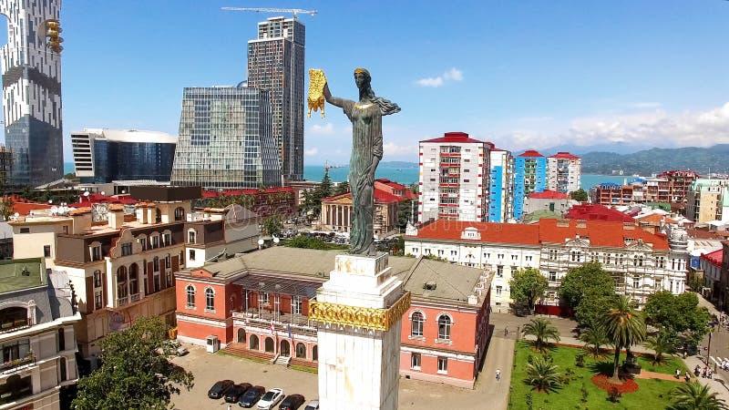 Medea met gouden vacht op het Vierkant van Europa in Batumi, Georgische kunst, beeldhouwwerk stock afbeeldingen