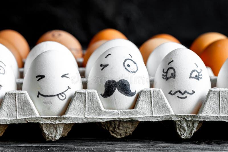 Mededeling en emoties van concepten de de sociale netwerken - de eieren knipogen royalty-vrije stock afbeelding