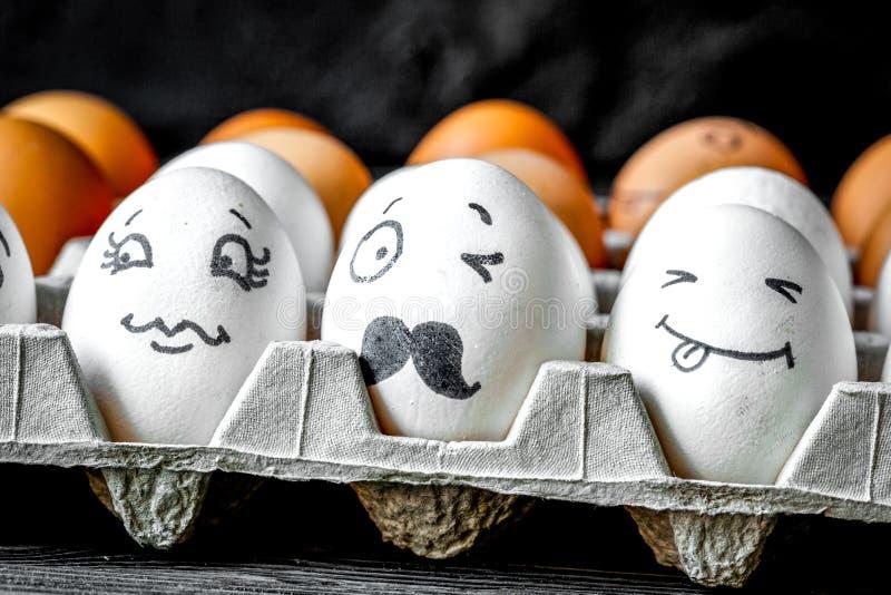 Mededeling en emoties van concepten de de sociale netwerken - de eieren knipogen royalty-vrije stock foto