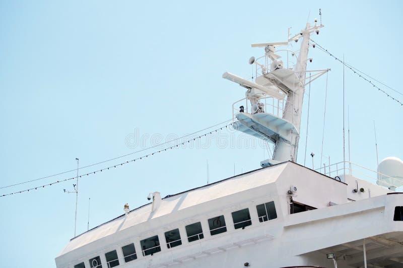 Mededeling en navigatieapparatuur op de mast van schip royalty-vrije stock foto