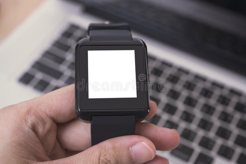 Mededeling van het de technologiegadget van het model de digitale slimme horloge royalty-vrije stock afbeelding