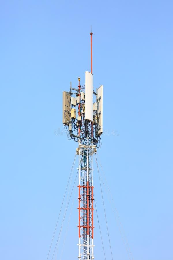 Mededeling wereldwijd, Satelliet en andere aga van het antennenetwerk royalty-vrije stock afbeeldingen