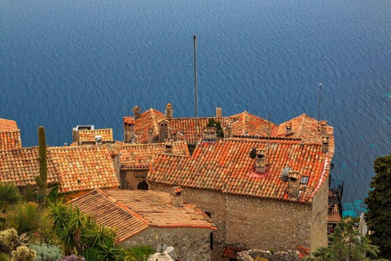 Medelhav och medeltida hus i den Eze byn i Frankrike arkivfoton