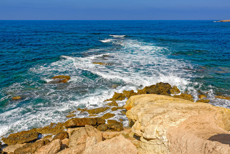 Medelhavkust av Cypern arkivfoton