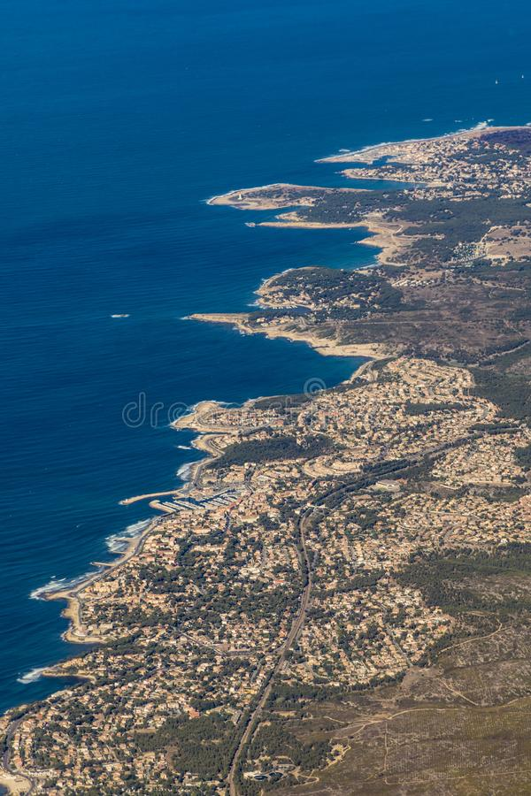 Medelhavs- kustlinje på Carry le Rouet arkivbilder