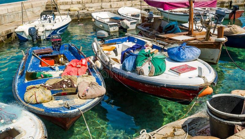 Medelhavs- retro fiskebåtar royaltyfria foton