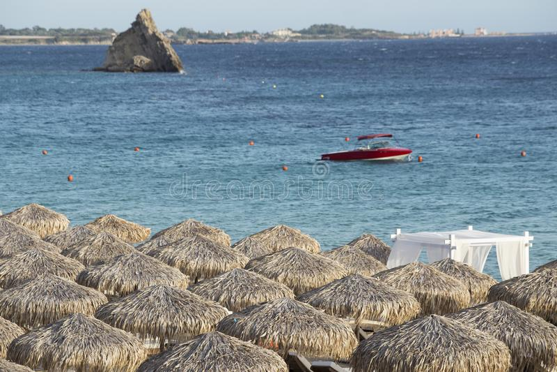 medelhavs- strand royaltyfri fotografi