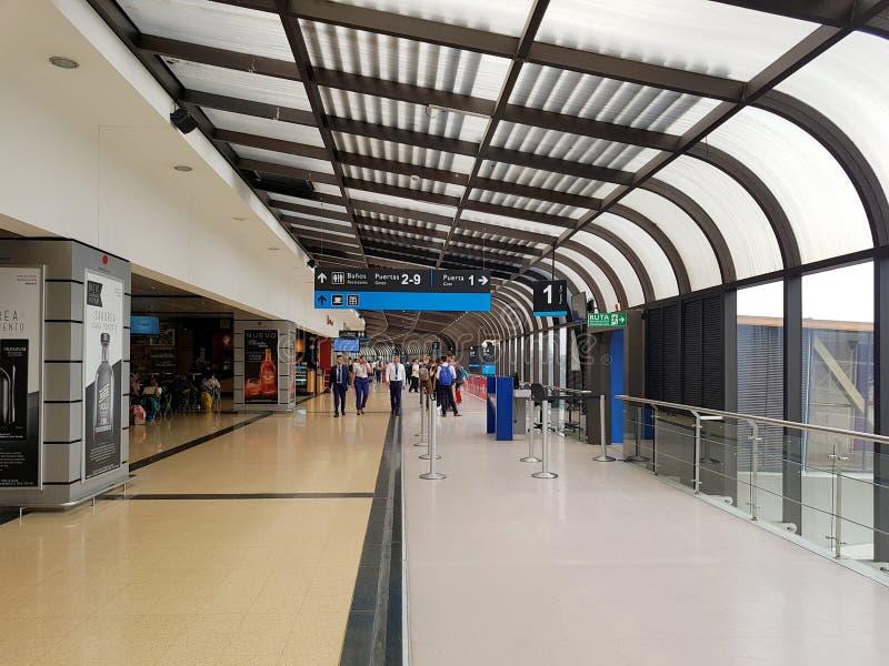 MedellÃn Colombia 05 05 2019: Inre eller insida av flygplatsen Jose MariaCordova i Rio de Janeironeger, med den internationella t arkivbilder