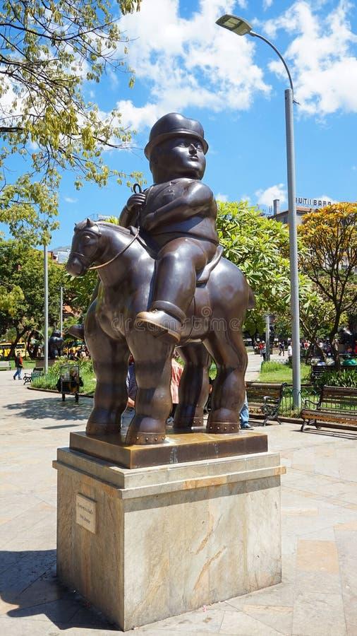 Medellin, Antioquia/Colômbia - 10 de novembro de 2015: Atividade na plaza de Botero Esculturas por Fernando Botero fotografia de stock