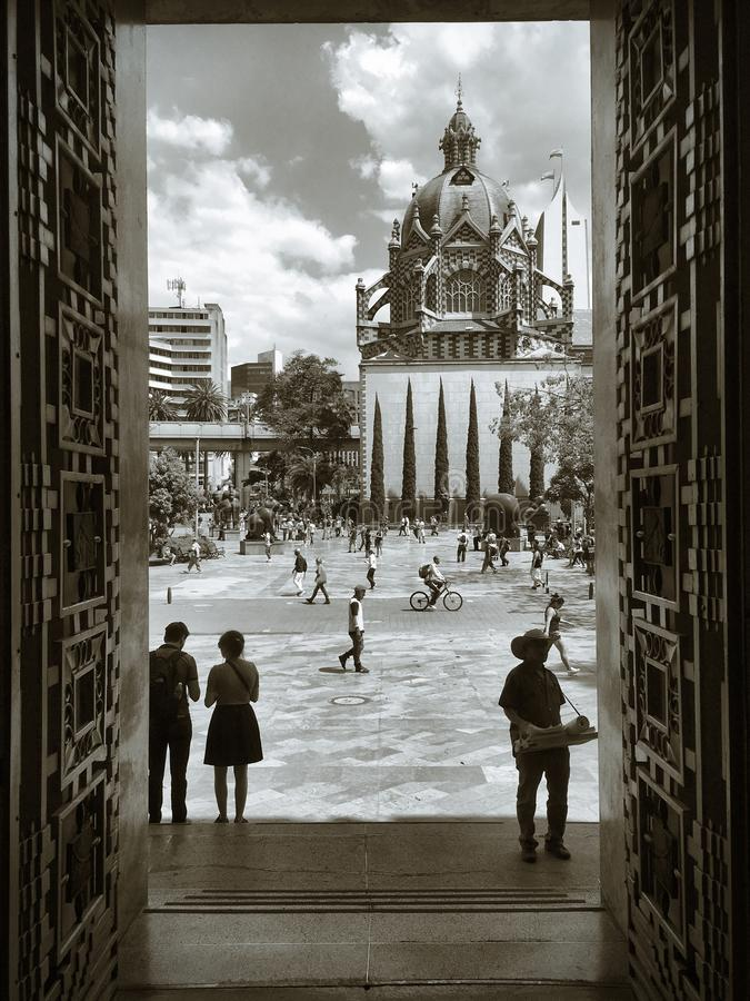 Medellin, Colômbia; 2 de novembro de 2018: Lugar de Botero em uma tarde normal fotografia de stock
