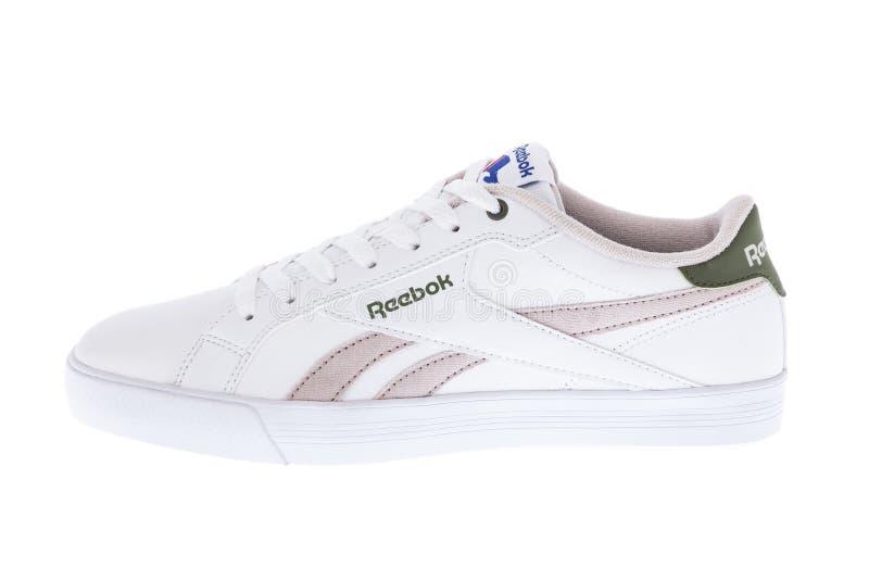 Medellin, Colombia - 14 de junio de 2019: Foto de los zapatos del deporte de Reebok en el fondo blanco foto de archivo libre de regalías