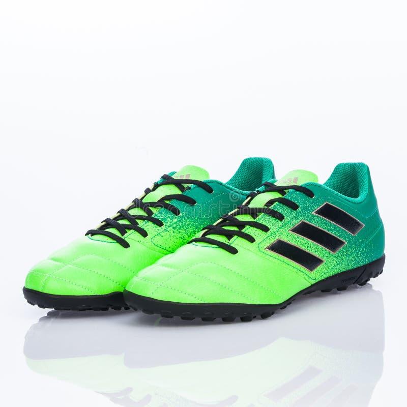 Medellin, Colombia Marzo 21, 2019: Calcio di ADIDAS/calcio dell'interno, scarpe fotografie stock