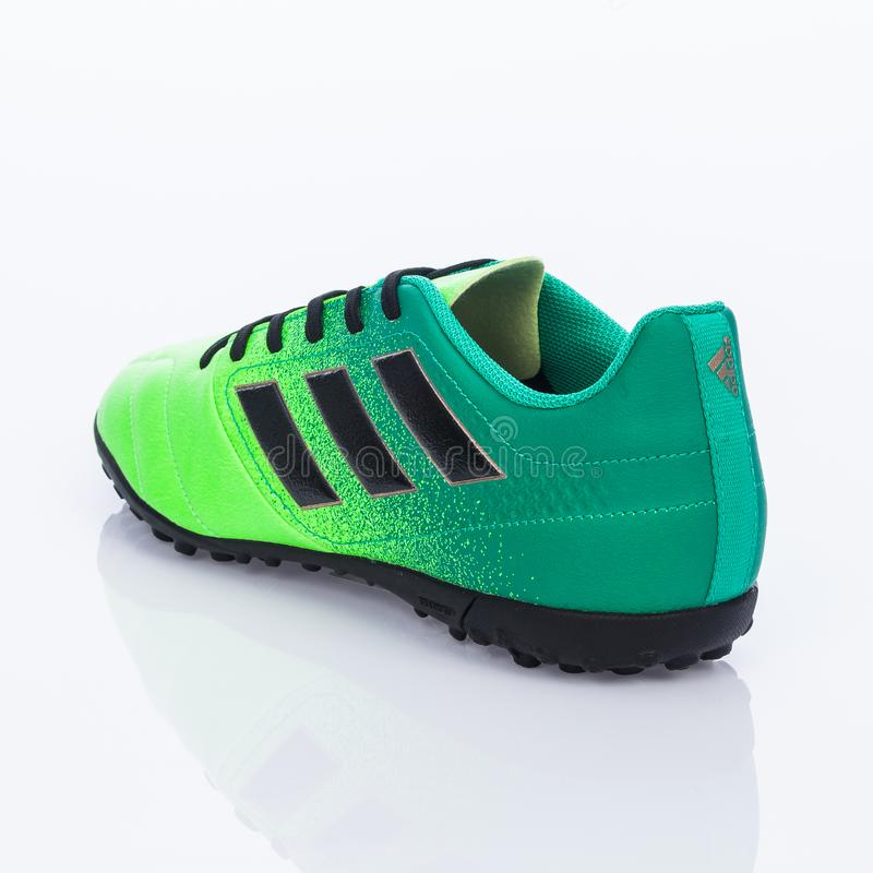 Medellin, Colombia Marzo 21, 2019: Calcio di ADIDAS/calcio dell'interno, scarpe immagine stock