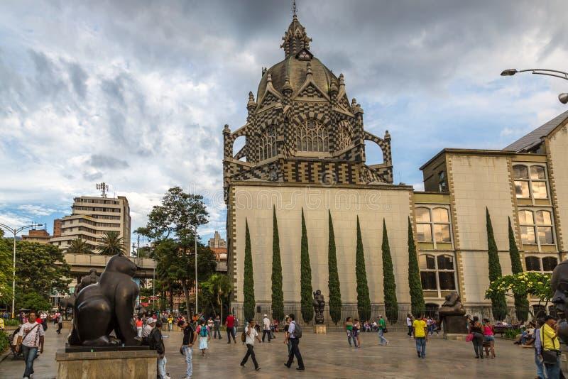 MEDELLIN, KOLUMBIEN - 20. September 2013 - lokale Leute, die um im Stadtzentrum gelegenen Medellin in Kolumbien, Südamerika gehen lizenzfreie stockbilder
