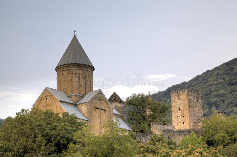 Medeltida Ananuri slott royaltyfria bilder