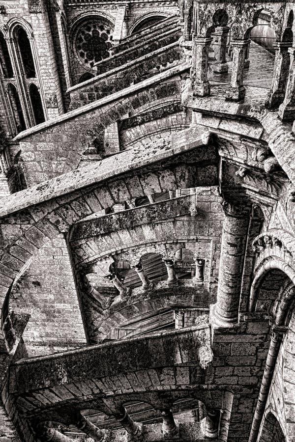Medeltida arkitekturdetalj på gotisk domkyrka arkivfoto