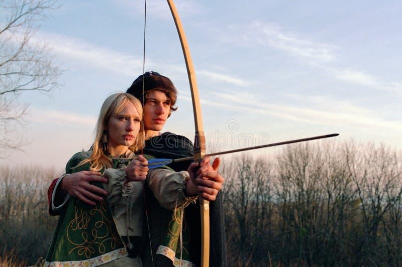medeltida bågskyttar royaltyfria foton
