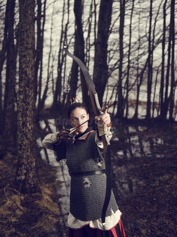 Medeltida bågskytte, kvinnafors fotografering för bildbyråer