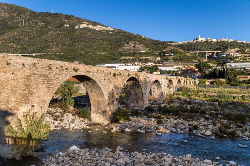 Medeltida bro, Taggia, Italien arkivbild