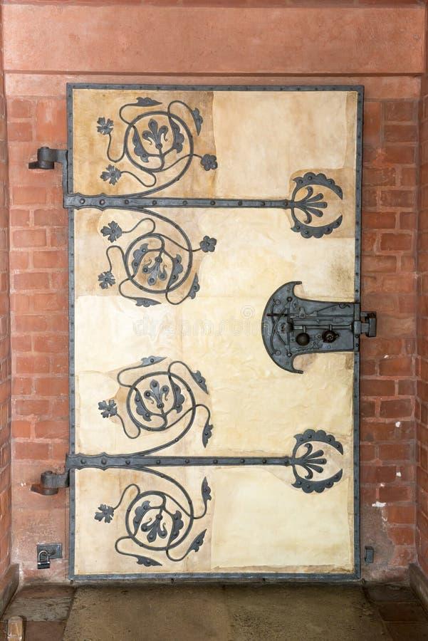 Medeltida dörr arkivbilder
