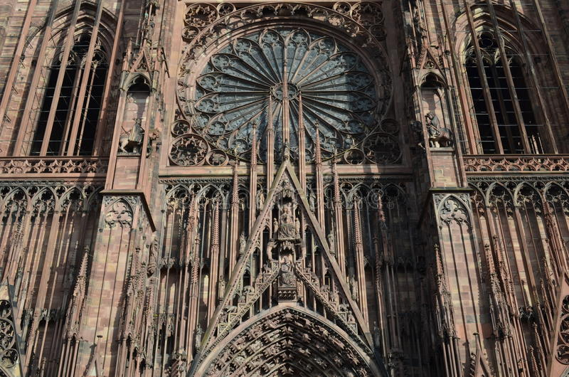 Medeltida domkyrka av Strasbourg i Frankrike royaltyfri fotografi
